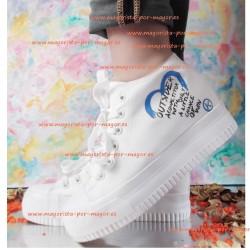 Zapatillas blancas de lona...