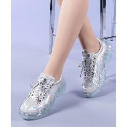 Sneakers con cordones...